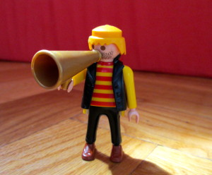 Ein Playmobil-Männchen mit Flüstertüte